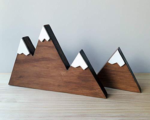 Set de dos montañas nevadas de madera de color nogal y...